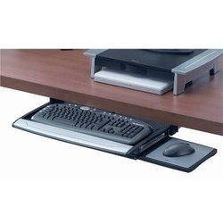 Verstellbare Tastaturschublade mit Mausablage. Montage in drei Höhen